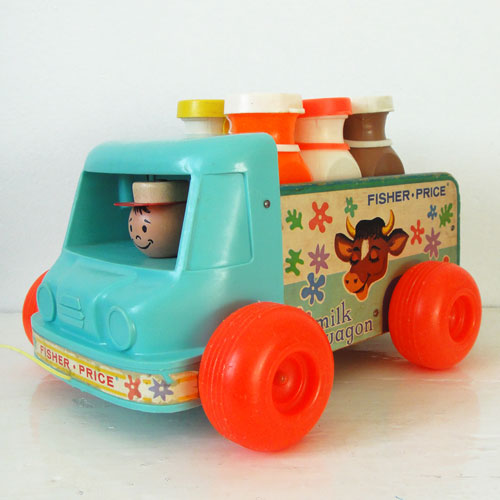Fisher-price-milk-wagon-131-trouvaille-rocket-lulu