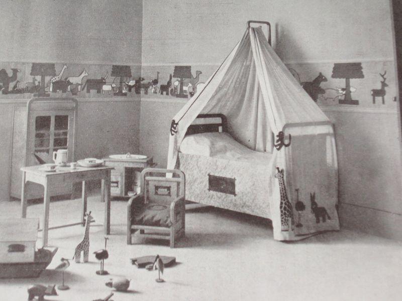 Andre-helle-jouets-chambre-salon-automne-1911