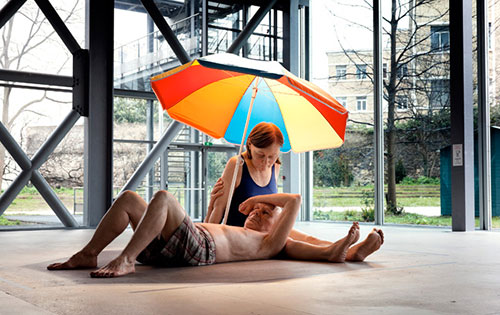 Rom_mueck_Couple_Under_An_Umbrella_2013
