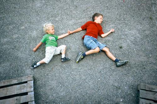 Jan-van-holleben-dreams-of-flying-jumpers-enfant-photo-kids