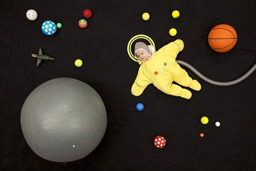 Jan-van-holleben-dreams-of-flying-space-baby-bebe-photo