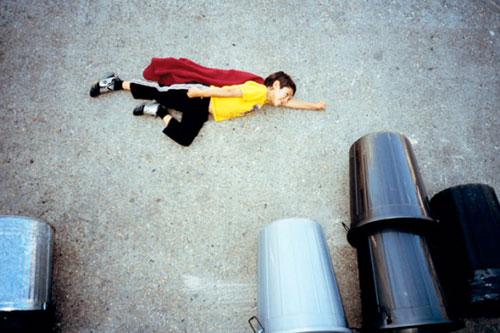 Jan-van-holleben-dreams-of-flying-superman-enfant-photo-kids