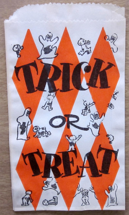 Happy-halloween-enfant-vintage-kids-trick-or-treat-paper-bag-rocket-lulu1