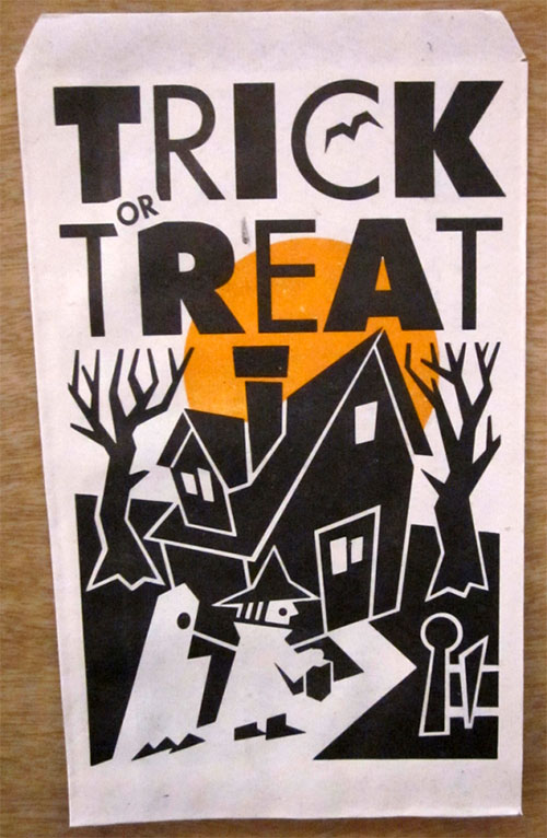 Happy-halloween-enfant-vintage-kids-trick-or-treat-paper-bag-rocket-lulu2