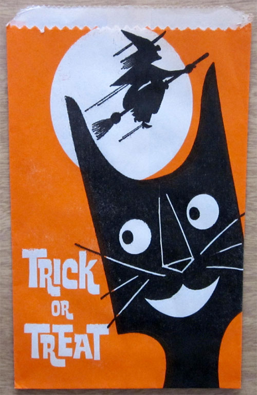 Happy-halloween-enfant-vintage-kids-trick-or-treat-paper-bag-rocket-lulu3