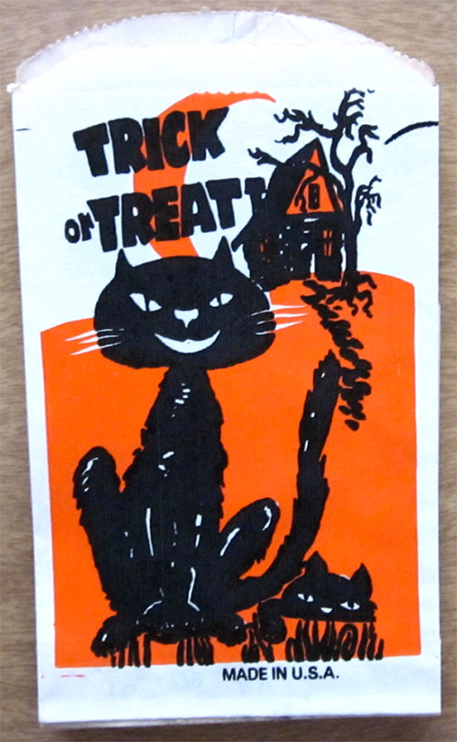 Happy-halloween-enfant-vintage-kids-trick-or-treat-paper-bag-rocket-lulu5