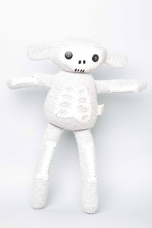 Maiike-doudou-singe-skull-monkey-recycled-woolen-jumpers-toy-rocket-lulu