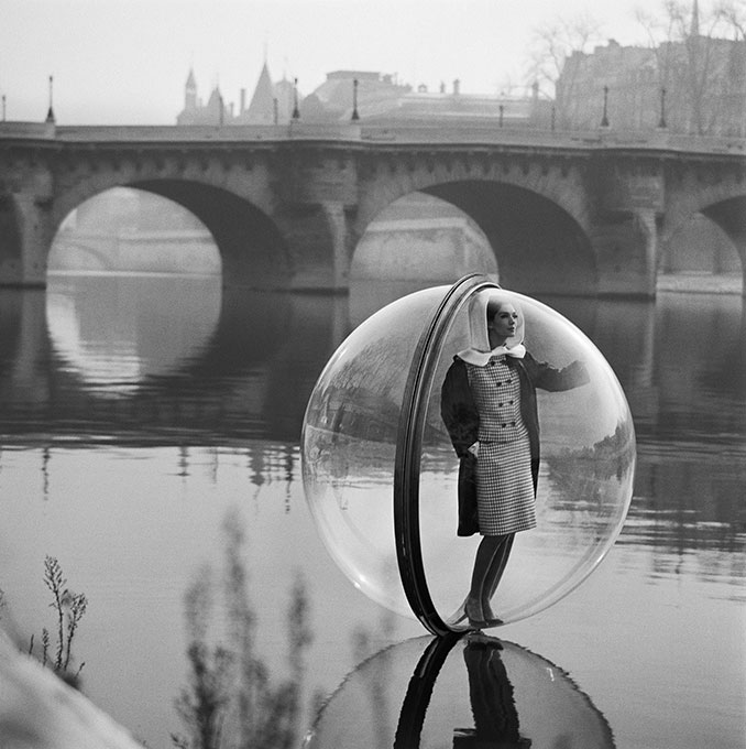 Melvin-Sokolsky-bubble-series-1963-harpers-bazaar-photo-rocket-lulu5