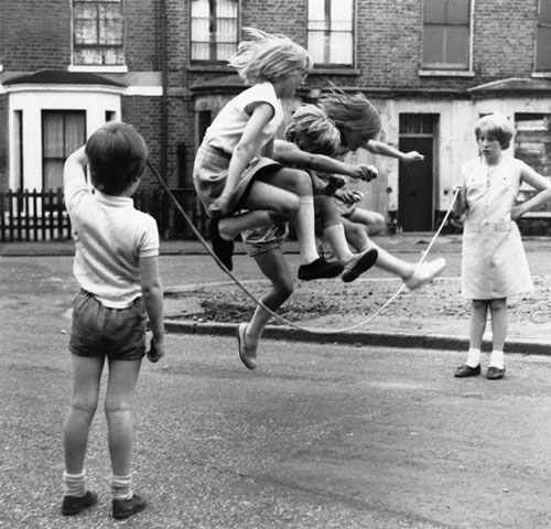 Paul-kaye-enfant-vintage-kids-photo-boys-toy-guns-children-girls-Jump-60s-rocket-lulu