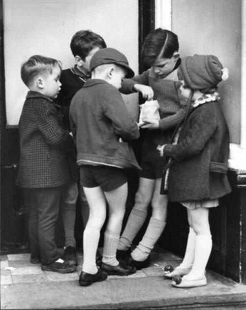 Paul-kaye-enfant-vintage-kids-photo-boys-toy-guns-children-sweets-60s-rocket-lulu