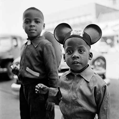 Vivian-maier-children-photo-Chicago-50s-vintage-enfant-rocket-lulu