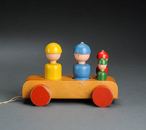 Kay-bojesen-jouet-bois-voiture-car-danish-design-toy-maison-danemark