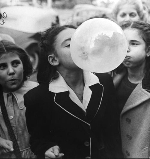 Bob-landry-girl-blowing-bubble-gum--1946-vintage-photo-rocket-lulu