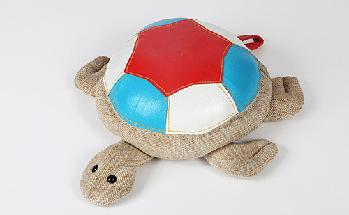 Renate-muller6-therapeutic-toy-turtle-jouet-tortue-design-vintage-rocket-lulu