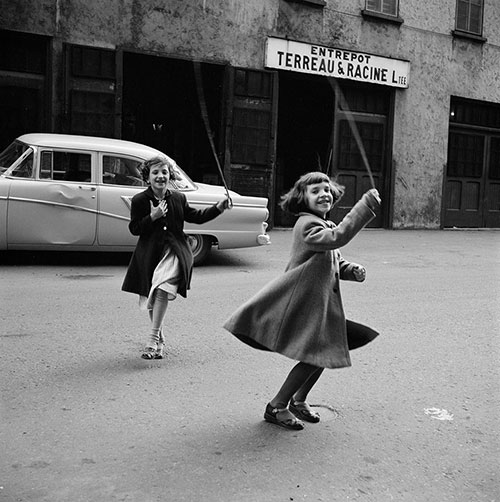 Vivian-maier-children-photo-NY-50s-vintage-enfant-rocket-lulu