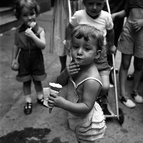 Vivian-maier-ice-cream-child-photo-NY-50s-vintage-enfant-rocket-lulu