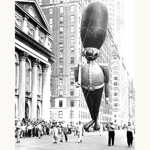 Macy's-thanksgiving-day-parade-1957-topysoldier-balloon-vintage-photo-rocket-lulu