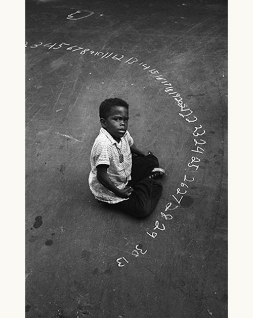 Harold-feinstein-boy-with-chalked-numbers-NYC-1955-photo-enfant-vintage-children-50s-rocket-lulu