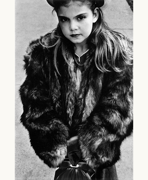 Harold-feinstein-young-girl-wearing-fur-coat-NYC-1954-photo-enfant-vintage-children-50s-rocket-lulu