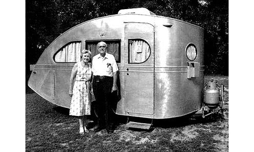 Tiny-vintage-camping-vehicles-rocket-lulu3