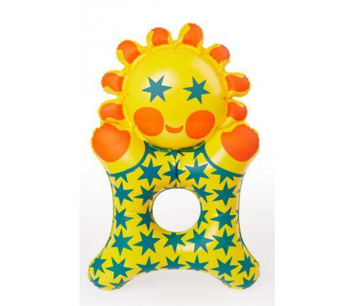 Libuše-niklová-Sluníčko-inflatable-toy-rocket-lulu
