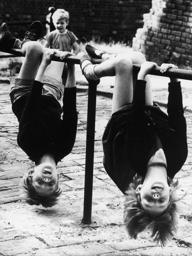 Shirley-baker-two children-fun-1966-vintage-enfant-photo