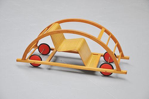Chaise-vintage-enfant-moderniste-Hans_Brockhage-Mart_Stam-1950-midmod-kids-design