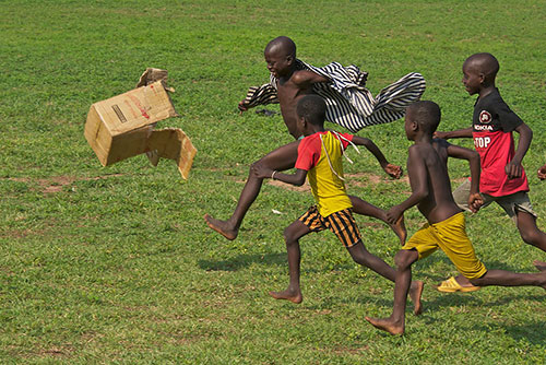 6photo-enfant-jeu-ghana-children-around-the-world-7pic-rocket-lulu